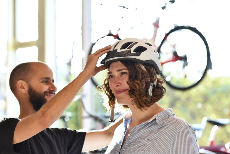Pred nakupo kolesarsko čelado obvezno preizkusite.