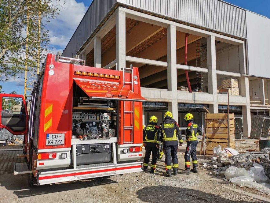 Gasilci na kraju požara v Novi Gorici.
