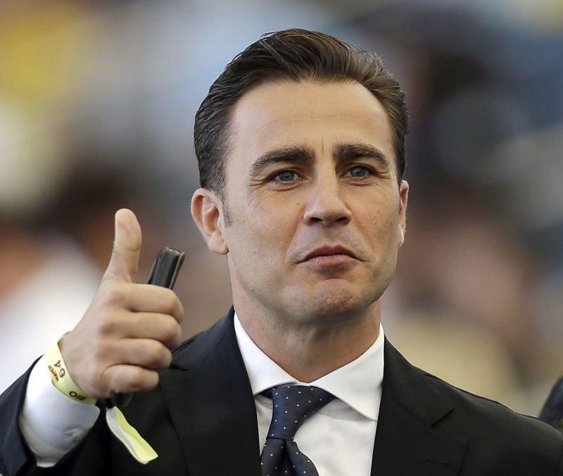 Nekoč izjemni italijanski branilec, danes pa trener kitajskega prvoligaša iz Gvangžuja Fabio Cannavaro, poziva odgovorne može v evropskem nogometu, naj zaključijo aktualno sezono in se raje osredotočijo na naslednjo.