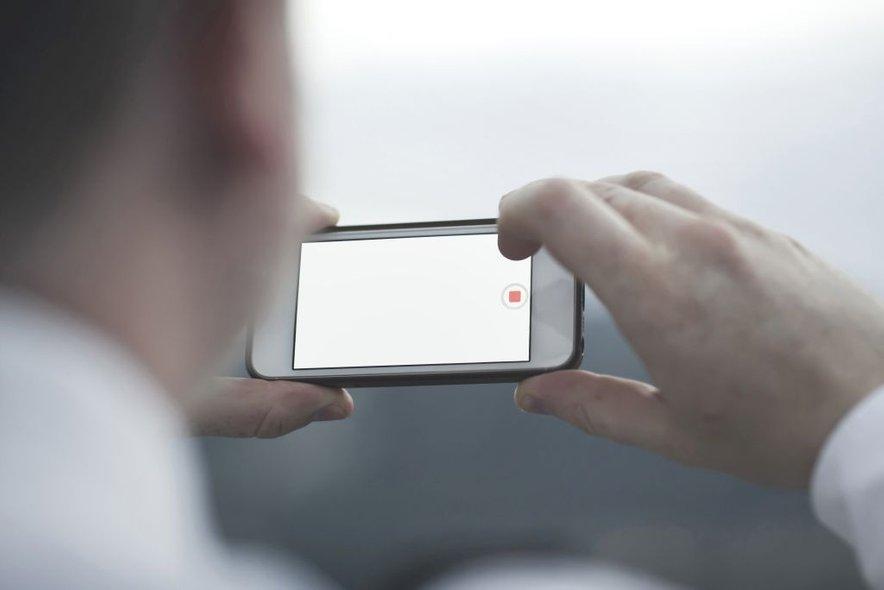 Še nedolgo nazaj je bil telefon sinonim za stacionarni telefon, danes pa se poimenovanje idejno prenaša na mobilni telefon, ki omogoča uporabo telefona skoraj kjer koli.