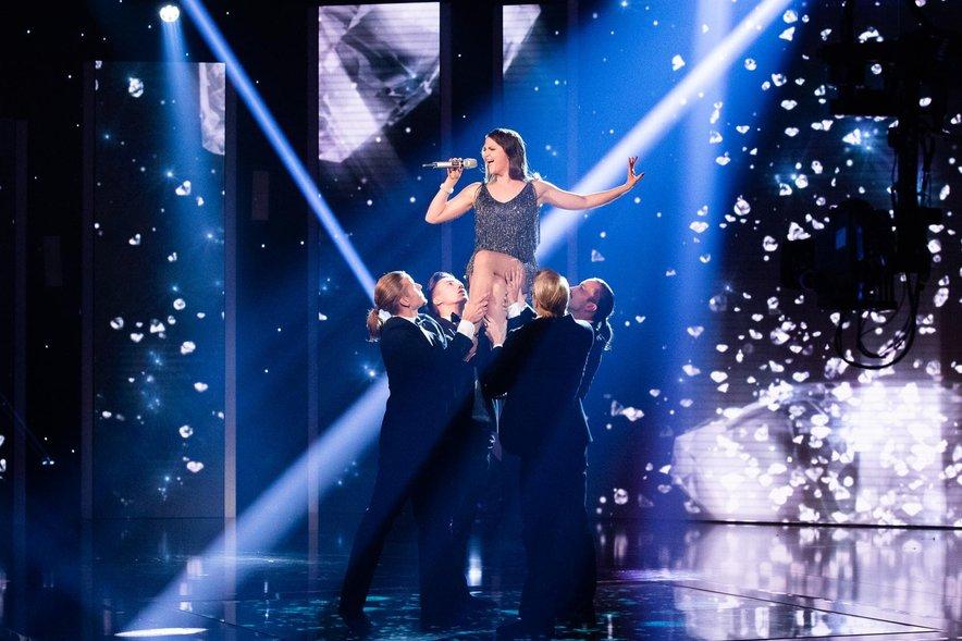 V prvi polfinalni oddaji je Tjaša odpela Diamonds Are a Girl's Best Friend.