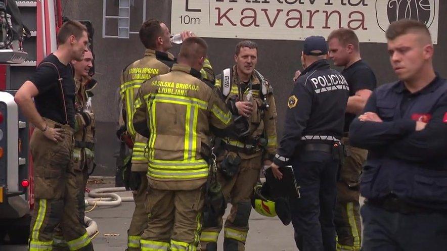 Gasilci in policisti na kraju dogodka.
