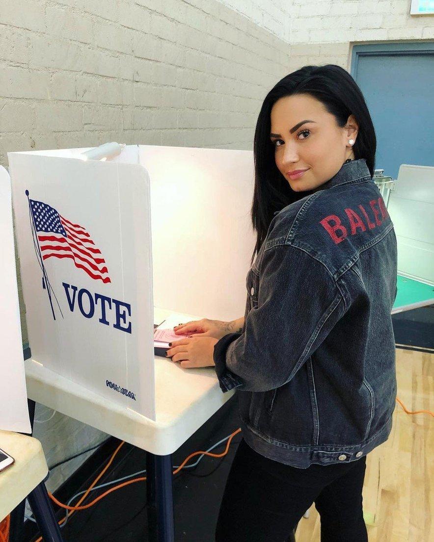 Demi je svoje oboževalce opomnila, kako pomembno je opraviti državljansko dolžnost.