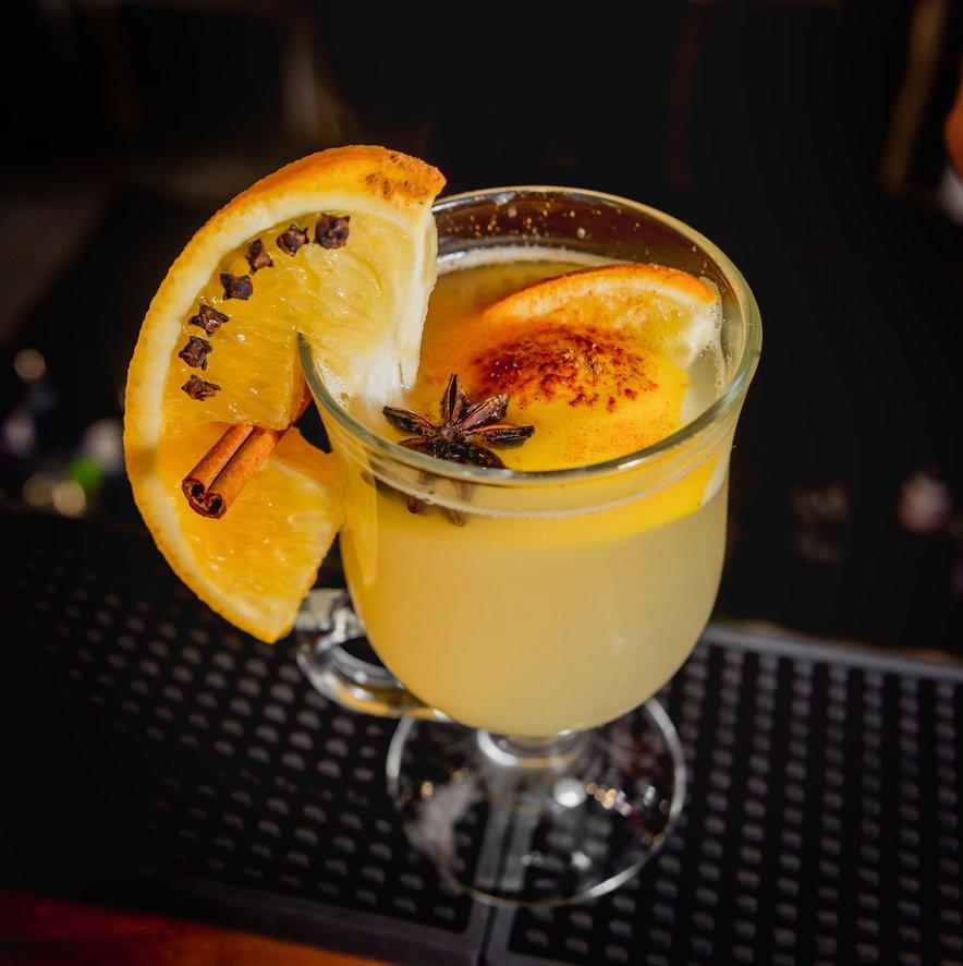 Kuhani gin bo letos najbolj priljubljena decembrska pijača.