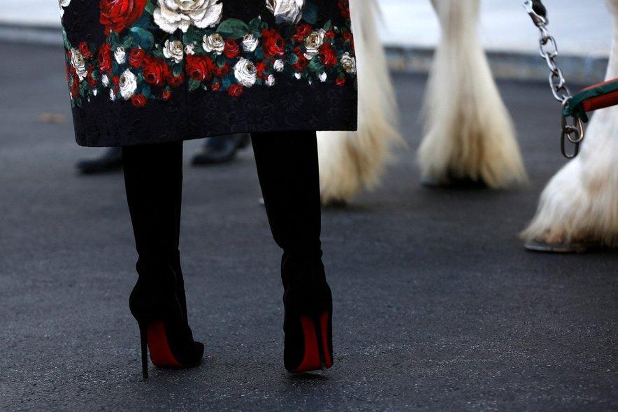 Melania v škornjih modne znamke Christian Louboutin.