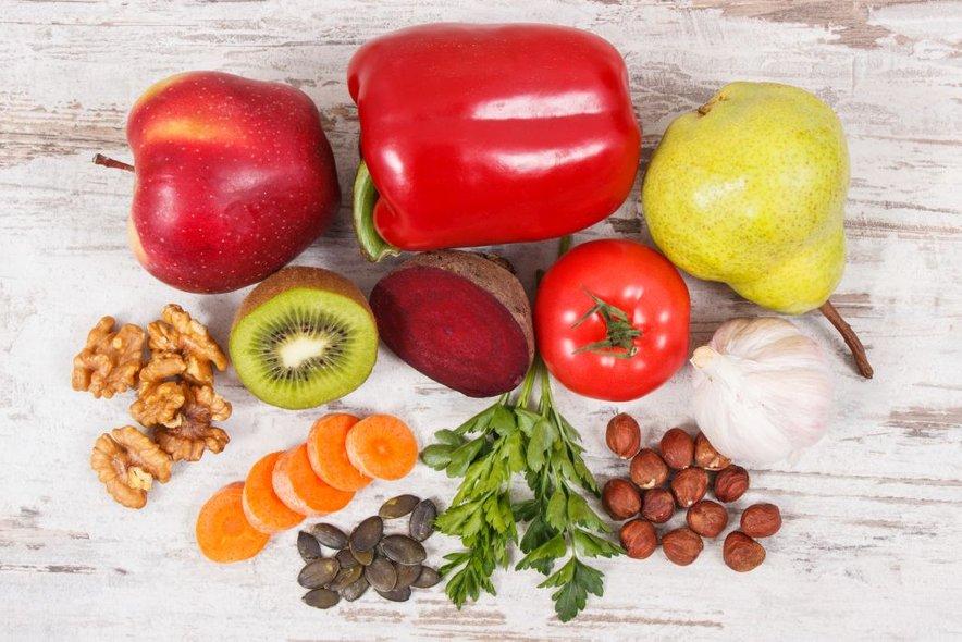 Naj bo vaša prehrana zdrava in uravnotežena, prav tako pa poskrbite tudi za redno gibanje.
