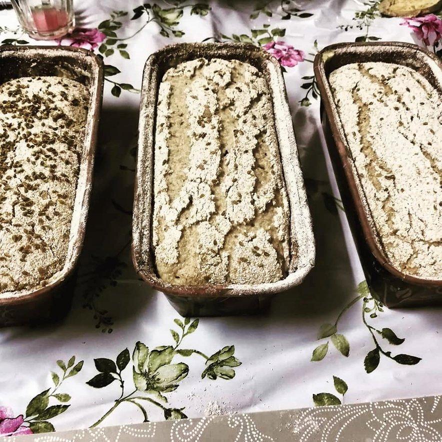 Rženi kruh z drožmi in semeni