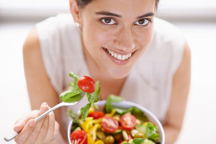 Poskrbi, da bo tvoja prehrana raznolika, predvsem pa bogata s svežim sadjem in zelenjavo.