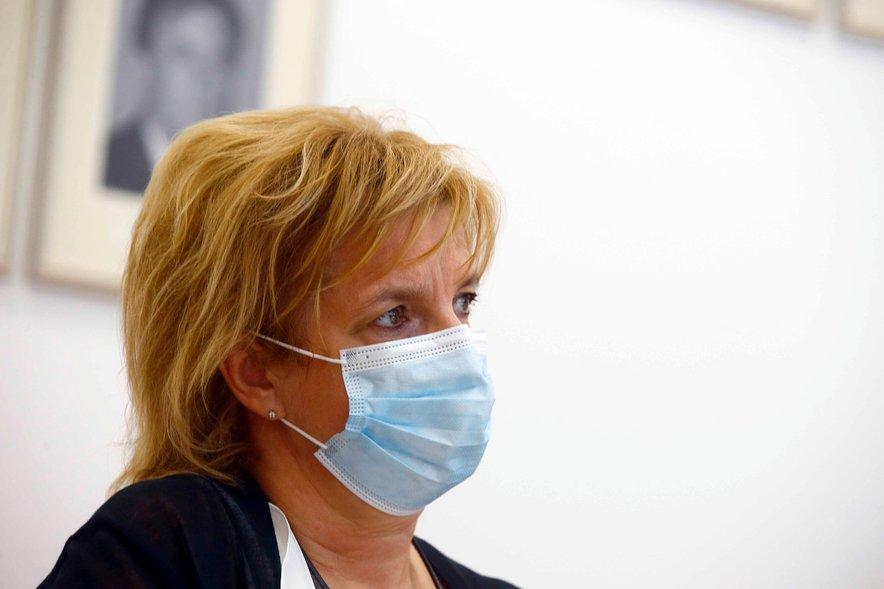 Vodja svetovalne skupine za cepljenje proti covidu-19 Bojana Beović je ocenila, da bi bilo počasi smiselno razmisliti o odprtju cepljenja za vse, ki bi se želeli cepiti.