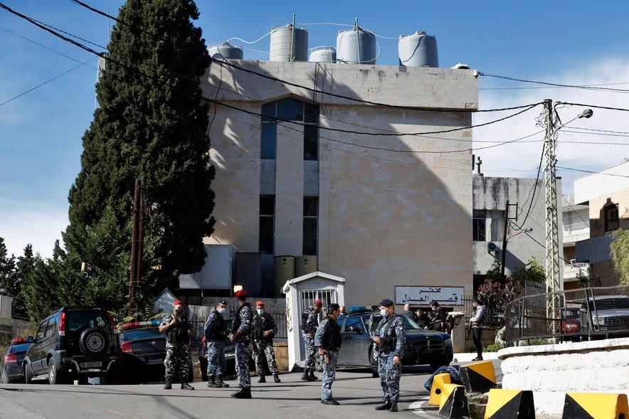 Iz zapora v Libanonu je pobegnilo skoraj 70 zapornikov.