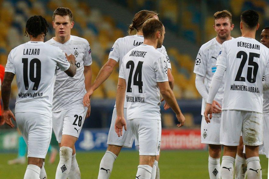 Borussia iz Mönchengladbacha je bila v uvodnem delu tekme in po zaostanku dveh golov že skoraj na kolenih, a so se gostitelji izvrstno pobrali in vzeli skalp aktualnemu prvaku.