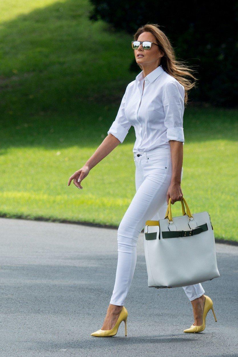 Po poročanju spletnega portala Express naj bi številna poročila razkrila, da je Melania aprila za oblačila zapravila 15 tisoč evrov.