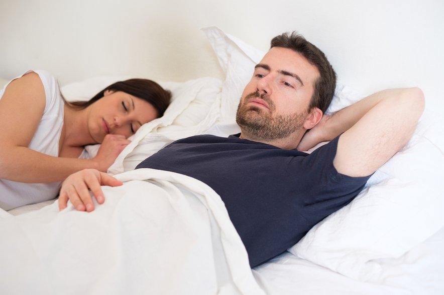 Pritisk, da mora par za vsako ceno doseči orgazem, lahko še poslabša zadevo. Zato je najbolje, da par uživa v predigri in se skuša osredotočiti na ljubljenje, ki pa ne nujno privede do orgazma. Pri tem je potrebna potrpežljivost z obeh strani.