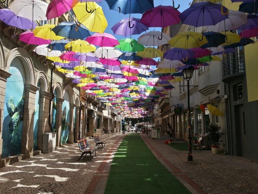 Ulica pisanih dežnikov v Aguedi.