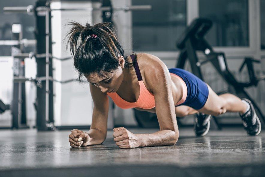 Ena izmed top prednosti rednega izvajanja planka je zagotovo okrepitev trebušnih mišic in na splošno osrednjega dela telesa.