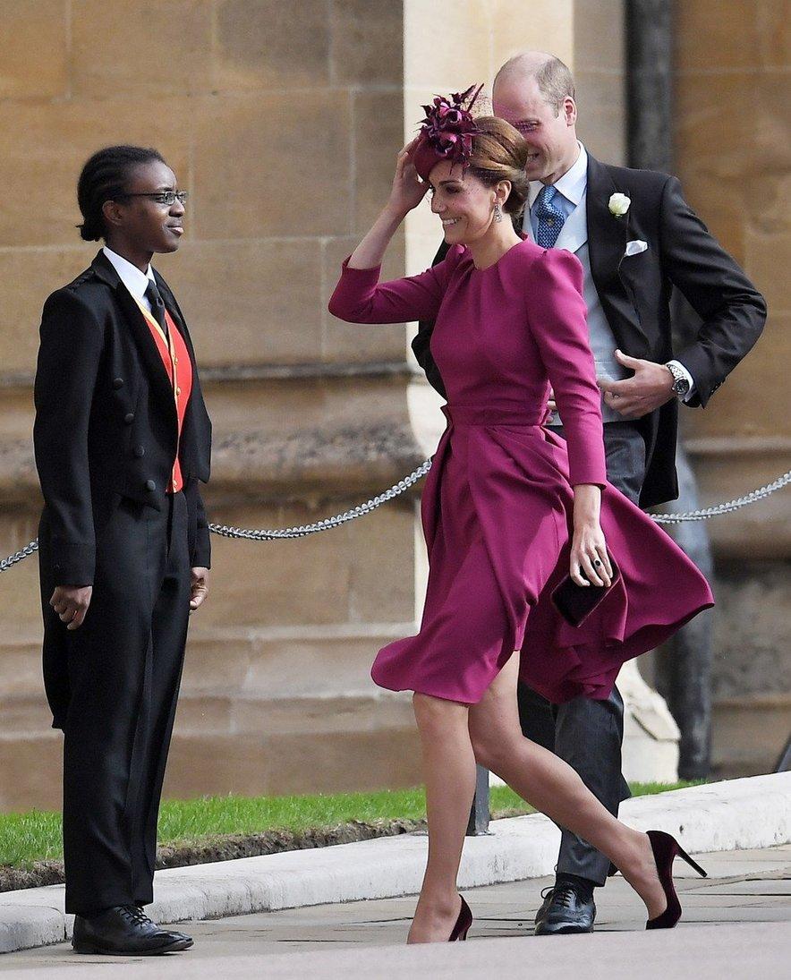 Kate je poznana kot velika ljubiteljica modne hiše Alexandra McQueena, ki je oblikovala tudi njeno poročno obleko.