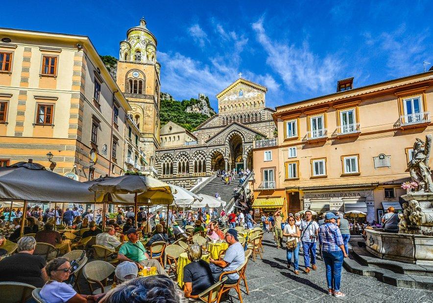 Stari trg v malem mestu Amalfi.