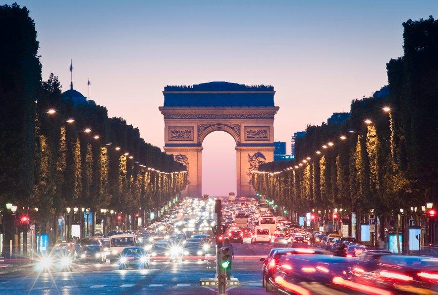 Znamenita ulica v Parizu, kjer si lahko privoščite nakupovanje do onemoglosti.