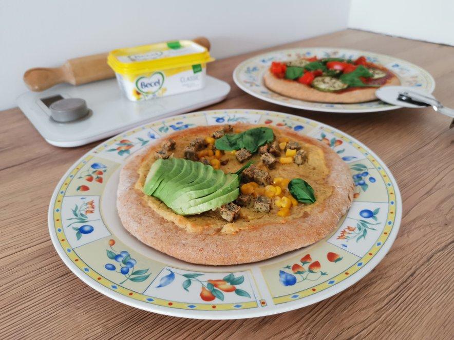 Pica kruhki z zelenjavo, humusom in avokadom so odlična ideja za zdrav, hiter in okusen brunch.