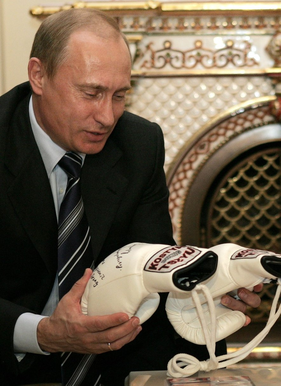 Vladimir Putin se je preizkusil tudi v boksu, a na koncu pristal v političnem ringu.
