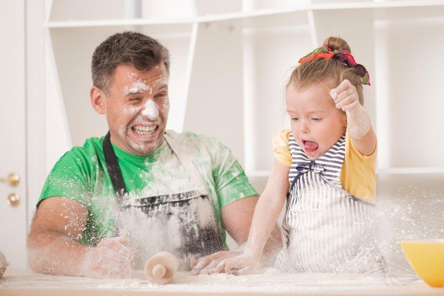 Tudi druženje v kuhinji je lahko izredno zabavno in povezovalno.