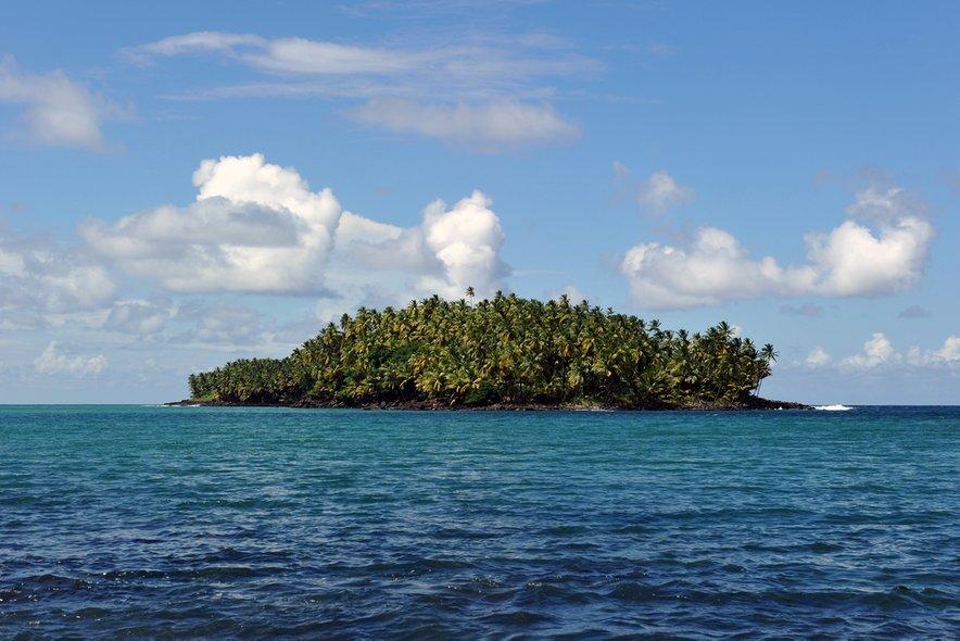 V primeru smrti zapornika naj bi ob morju zazvonil 'pogrebni zvonec', ki je okoli otoka začel privabljati morske pse.