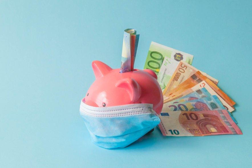 Slovenske javne finance so tudi v tretjem četrtletju ustvarile primanjkljaj, ki je posledica ukrepov države za blažitev posledic epidemije covida-19.