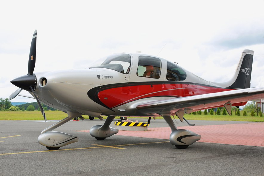 Letalo Cirrus SR-22