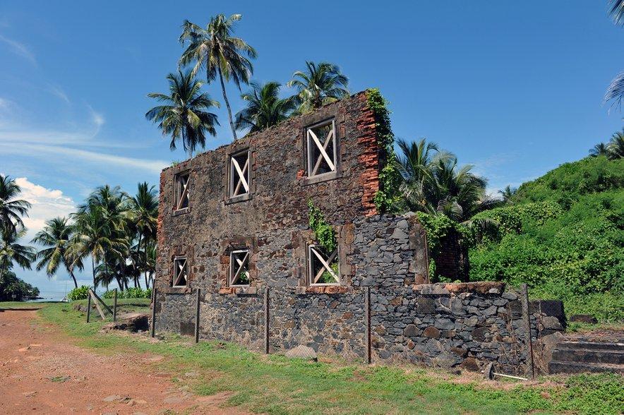 Ko so ujetniki prvič prispeli na zloglasni otok, so najprej ugotovili, da je za zaporniškimi zidovi v resnici presenetljivo malo nadzora.