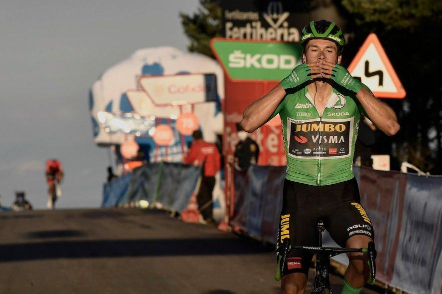 Primož Roglič je po zmagi na osmi etapi v velikem slogu slavil še na ravninski etapi.