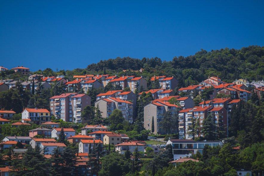 """""""Stanovanjska problematika v Sloveniji: imamo občutno premalo javnih najemnih stanovanj, ponudba ne sledi povpraševanju."""""""