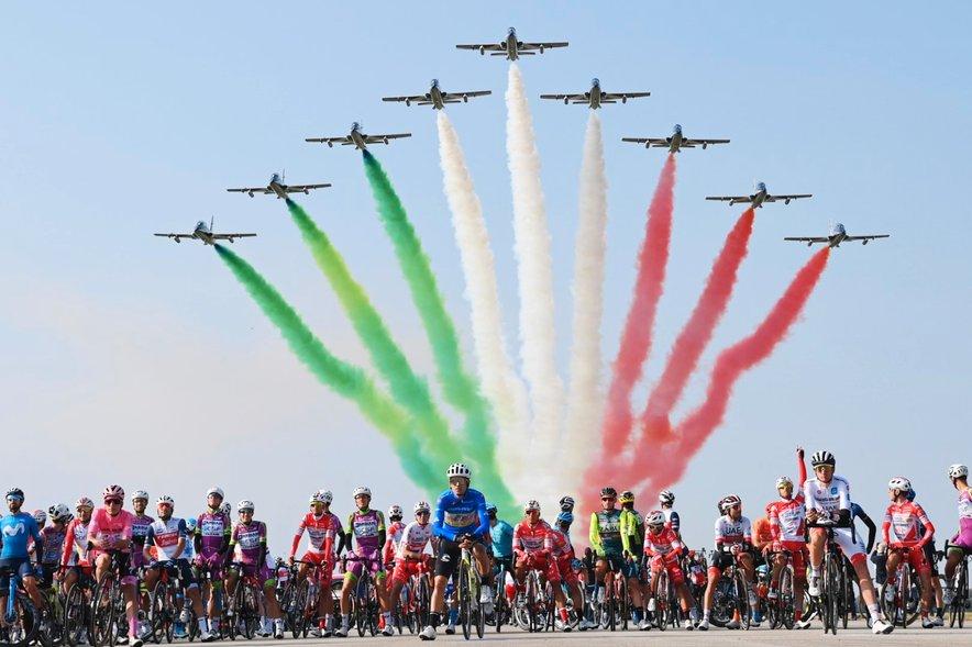 Prelet akrobatske skupine Frecce Tricolori pred 15. etapo lanske dirke po Italiji
