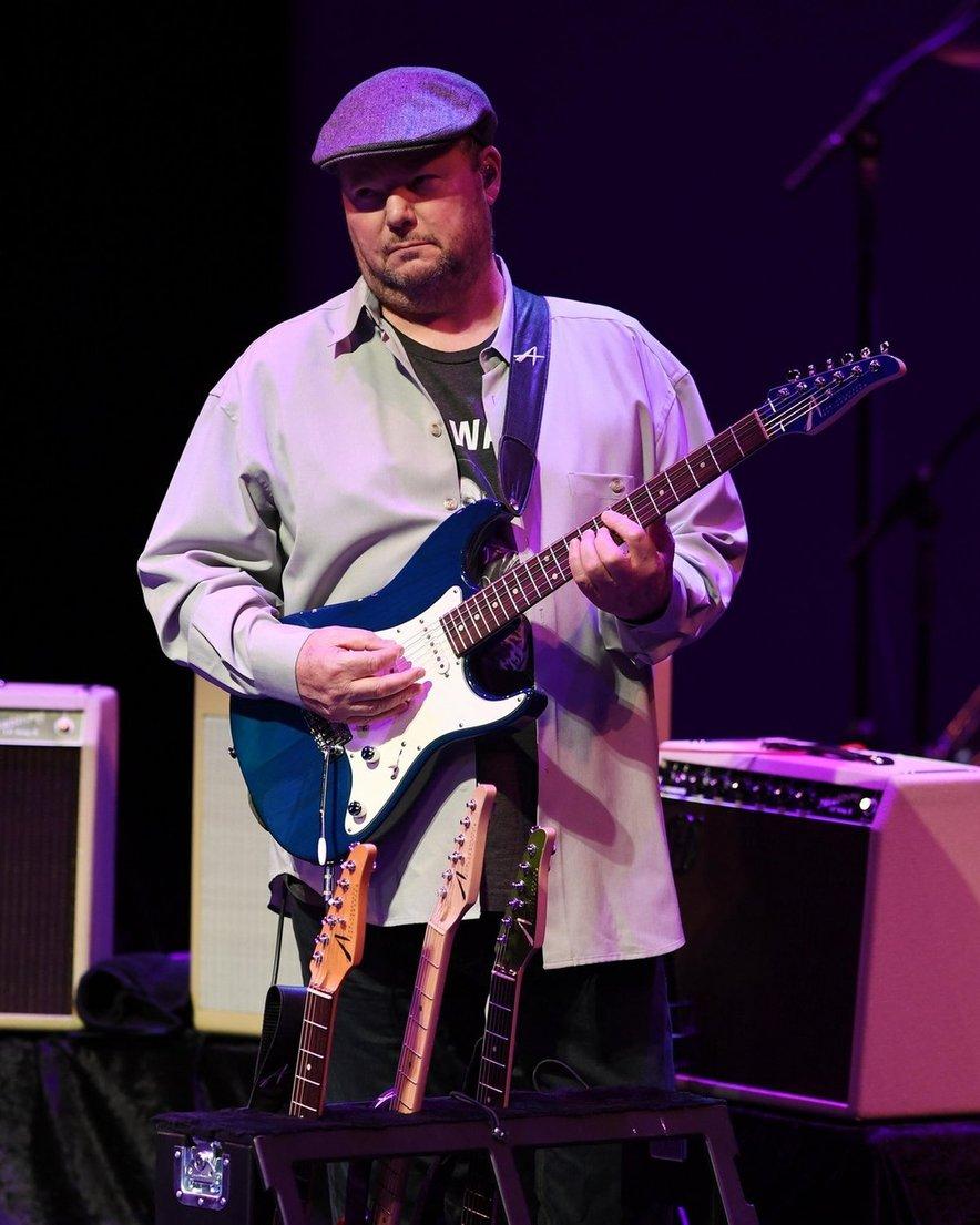 Okužba z virusom je glasbeniku povzročila številne nevšečnosti, njegovo zdravstveno stanje pa je zaznamoval še Guillain-Barrejev sindrom.