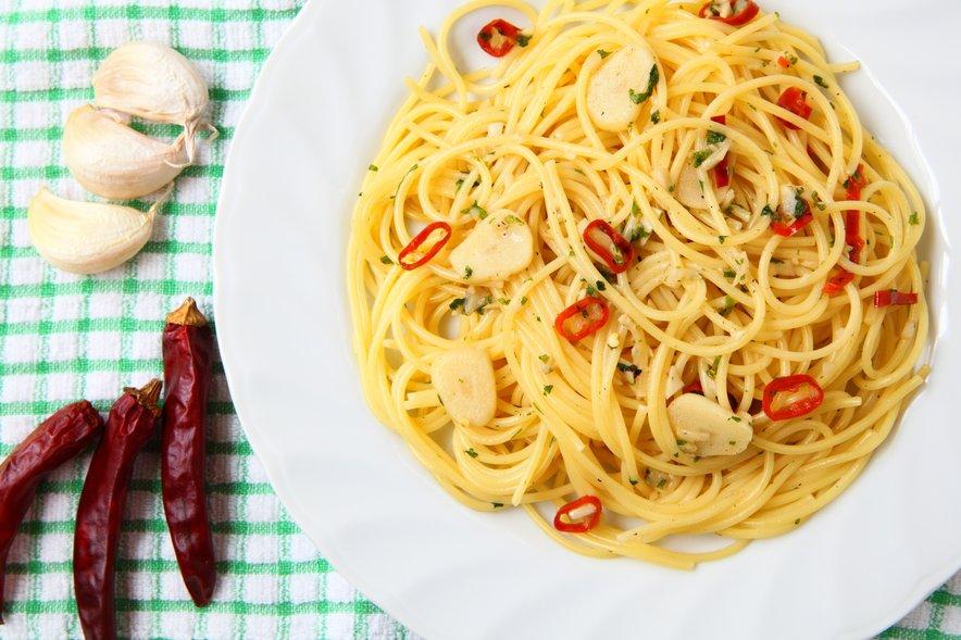 Tipična italijanska jed, ki je zelo enostavna za pripravo in za katero imamo skoraj vedno pri roki vse sestavine.