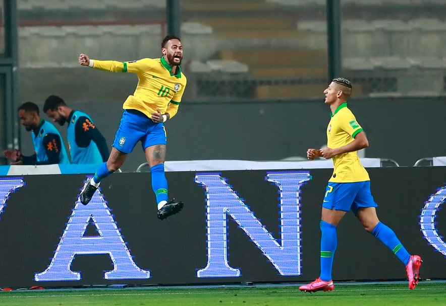 Neymar (na fotografiji levo) proslavlja z Richarlisonom v Limi.