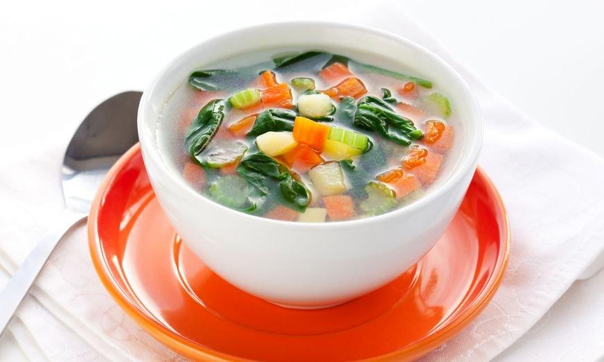 S preprosto zelenjavno juho boste zaužili veliko različnih vitaminov in mineralov.