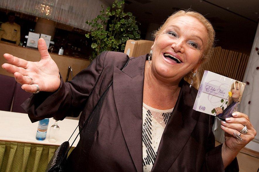 Elda Viler je vesela babica, ki pa zna tudi povzdigniti glas.