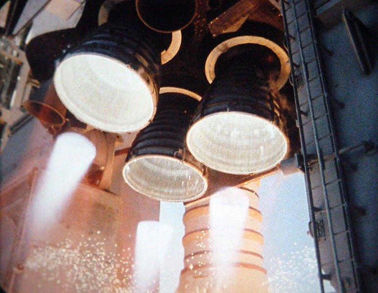 Preiskava je pokazala, da je tesnilo obroča v motorju raketoplana zatajilo, ko je na prehladni temperaturi izgubilo svojo zahtevano trdnost. Nadaljnje raziskave so pokazale, da obroči niso bili nikoli testirani v ekstremnem mrazu.
