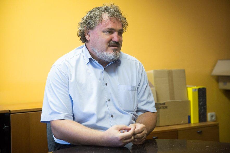 Robert Širnik, inovator izdelka Powersept: Ključen je tudi priložen poseben aplikator, s katerim lahko uničevalec glivic nanesemo tudi pod noht.