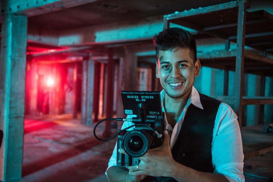 Issac uživa v snemanju videospotov, k snemanju najnovejšega pa vabi tudi TEBE!