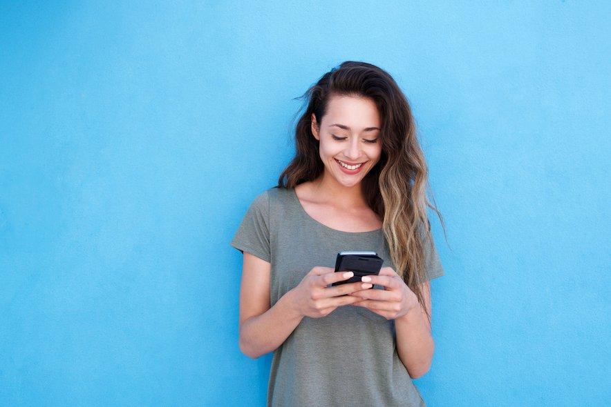 Namesto, da telefon prislonite h glavi, raje napišite sporočilo.