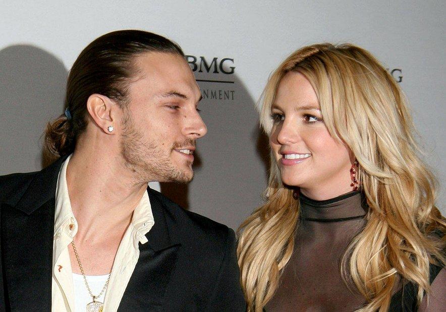 Leta 2004 se je Britney po vsega treh mesecih razmerja zaročila s svojim plesalcem Kevinom Federlinom.