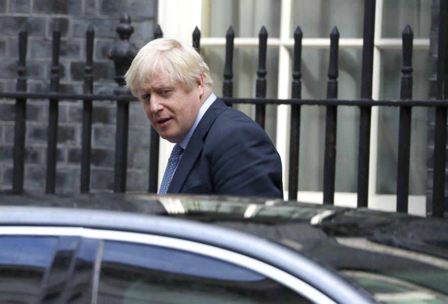 Poslanci, ki nasprotujejo izstopu države iz EU brez dogovora, premierja obtožujejo, da je namen prekinitve dela parlamenta zajeziti njihove napore, da bi tak izstop preprečili.