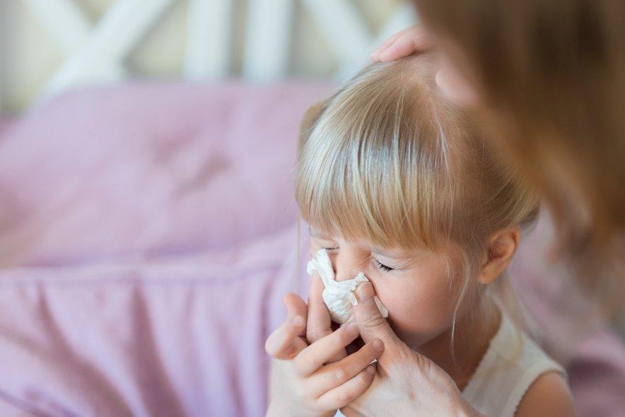 Pri hujših oblikah pljučnice, majhnih otrocih, starejših ljudeh in kroničnih bolnikih zdravniki bolezen zdravijo v bolnišnici.