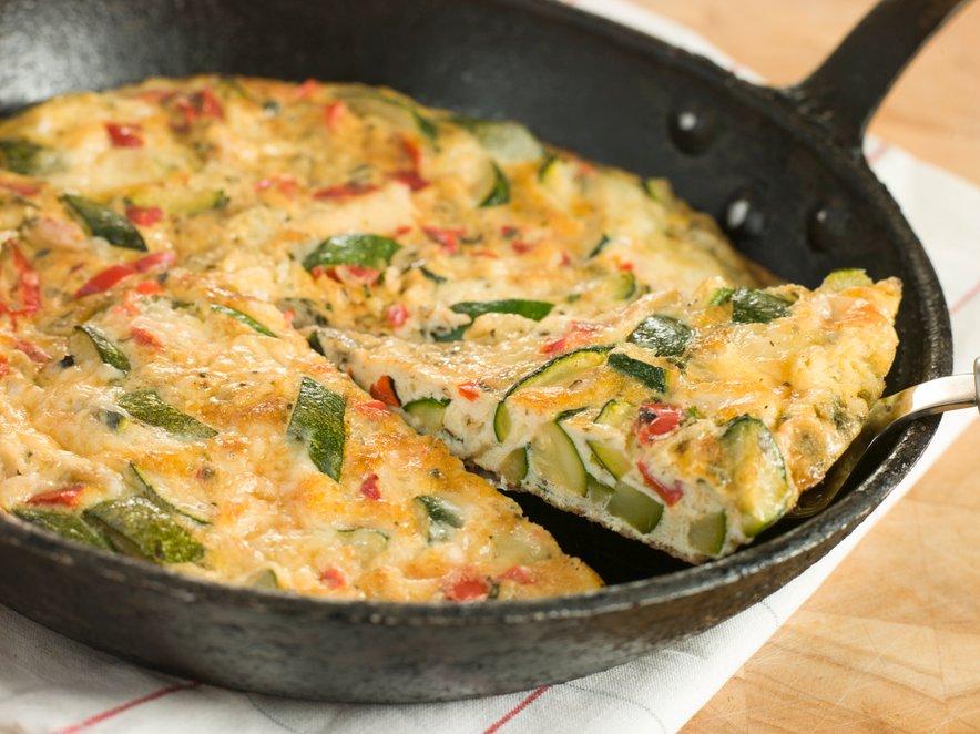 Fritato pripravite s tisto zelenjavo, ki jo imate v hladilniku, lahko ji dodate tudi čičeriko.