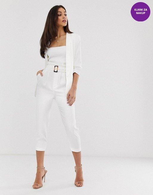 Hlačni kostim v beli barvi