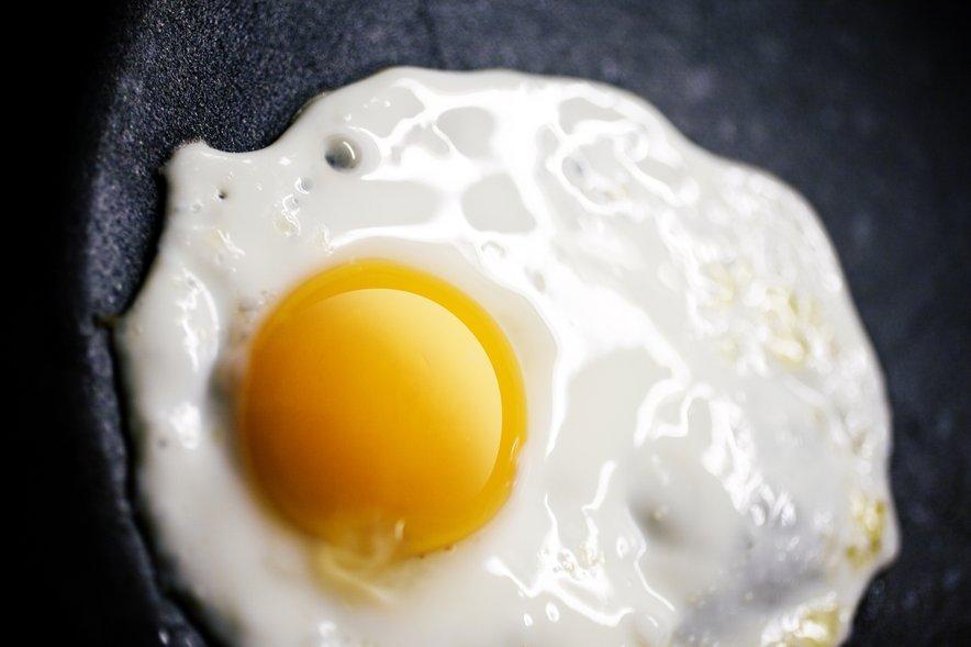 Jajca začinimo potem, ko so že pečena.