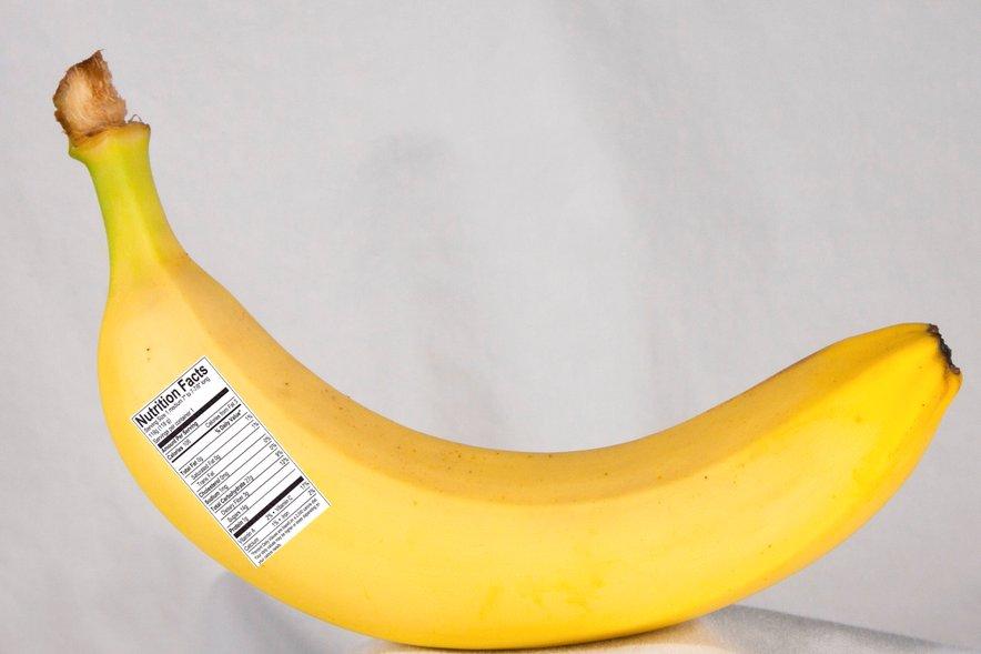 Številno tuje sadje ima jedilne nalepke.