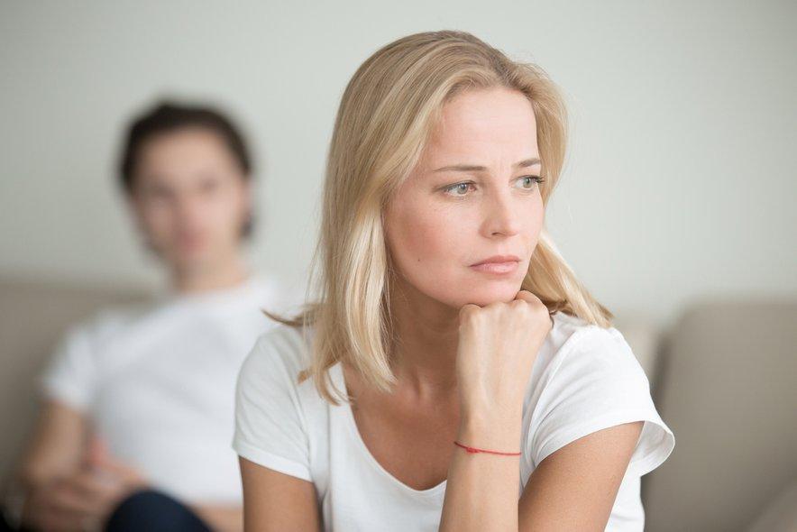 Strah pred intimo in sabotaža odnosa lahko ostaneta dolgo časa mirujoča, vse dokler ne pride do sprožilca.