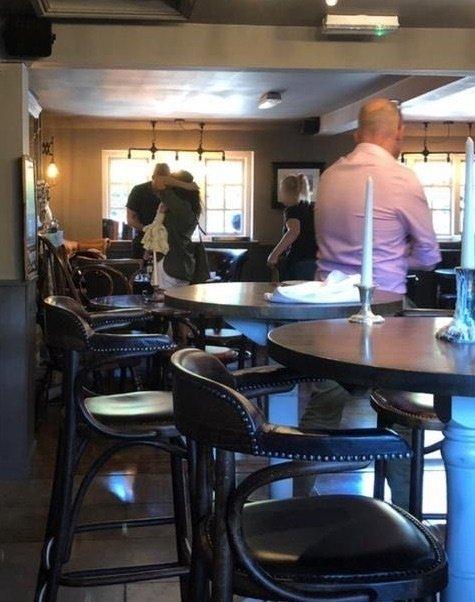 Meghan Markle in princ Harry v pubu